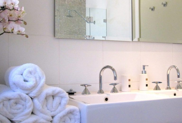 Hunter Valley Accommodation The Vintry King Bathroom